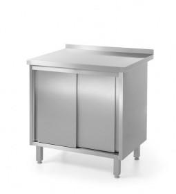 Gastronomiczny Stół nierdzewny zabudowany przyścienny, z szafką z drzwiami suwanymi - spawany Stół przyścienny z półką