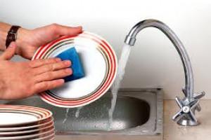 Czy jakość wody może wpływać na myte naczynia ?